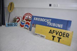 collectie-tt-museum-diverse-verwijsborden-tt-circuit-kl